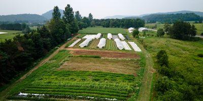Vue aérienne d'une ferme